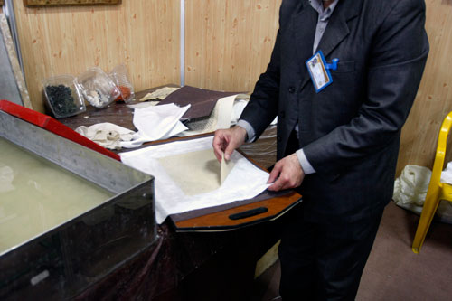 توليد كاغذ سنتي در بيست و دومين نمايشگاه بينالمللي كتاب تهران