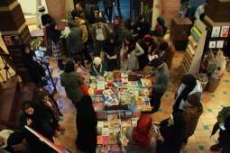 جشن رونمایی دو فهرست 15 و 16 لاکپشت پرنده از بهترین کتابهای کودک و نوجوان که طی سال 93 منتشر شده بودند، 25 دیماه در شهر كتاب مركزی برگزار شد