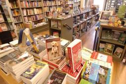 راز بقای قدیمیترین کتابفروشی فعال دنیا/ معمای روحی که در راهروی فروشگاه قدم میزند