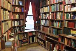 نگاهی به بهترین کتابفروشیهای دنیا/ از لذت مطالعه کنار رودخانه تا کتابخواندن با عطر پنیر