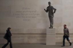 بیتوجهی مسئولین لندن به داستاننویسان و نمایشنامهنویسان مشهور