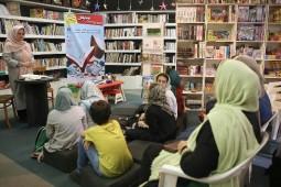 کتابخوانی دستهجمعی نوجوانان در فرهنگسرای رسانه