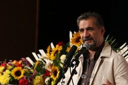 سابقه ادبیات کودک در ایران به یک قرن برمیگردد