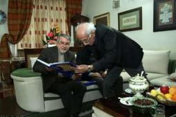 حضور وزیرفرهنگ و ارشاد در منزل استاد امیرخانی/ کتابی که استاد خوشونیس به صالحیامیری اهدا کرد