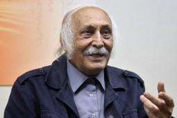 آشتیانی ترجمه مجموعه شش جلدی درباره کانت را به پایان رساند