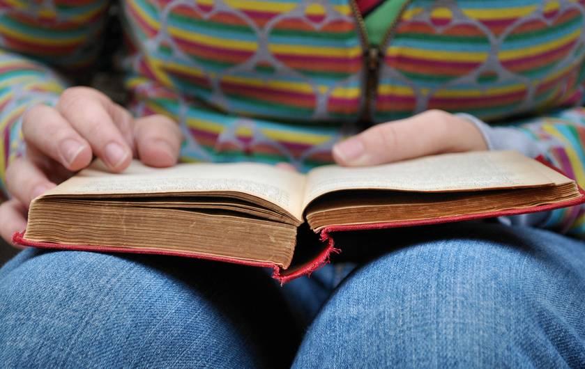 افراد کتابخوان خوشآتیه هستند