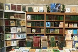 استقبال از کتابهای زندگینامه اهل بیت (ع) در نمایشگاه کتاب