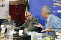 خاطره مدیر نشر نو از فروش 10 هزار نسخه «زمین سوخته» احمد محمود