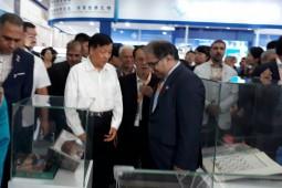 بازدید عضو ارشد شورای رهبری چین از غرفه ایران در نمایشگاه کتاب پکن