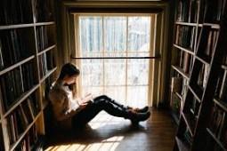 در هر دهه از زندگی کدام کتاب را بخوانیم؟