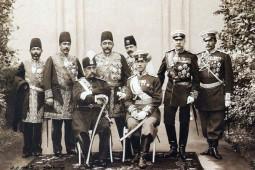 مظفرالدین شاه فرمان مشروطه را امضا کرد تا غائله را بخواباند