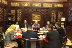 نشست ادبی نویسندگان ایران با نویسندگان چین