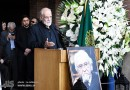 Aydin Aqdashloo speaks at the funeral ceremony of Dariush Sahyegan
