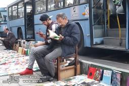 بساط دستفروشهای کتاب راسته انقلاب در قاب ایبنا