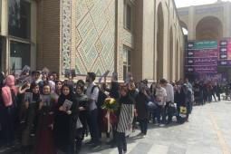 صف کتاب برای جشن امضای رستاک حلاج