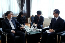 Salehi discusses boosting cultural ties with Japan
