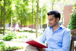 خواندن داستان عمر انسان را زیاد میکند