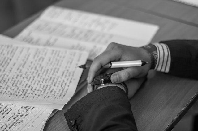 اشتباهات رایج رماننویسی / به تخیل خواننده اعتماد کنید