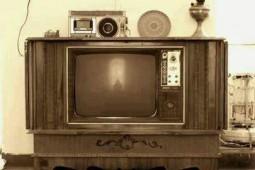 وقتی تلویزیون با عروسی بزرگان و قدم زدن نیل آرمسترانگ در کره ماه و مشتزنی کلی به خانهها آمد