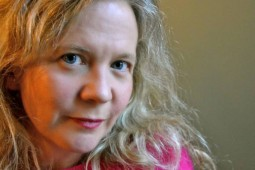 واکس زدن داستان و درخشش کلمات ! /توصیه های نویسندگی لیزا مور