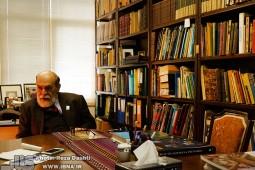 ابوالقاسم سحاب طلبه علم بود/ پدرم برای چاپ اطلس خلیج فارس فرش زیر پایش را فروخت