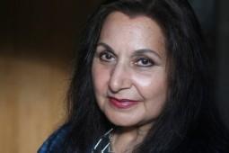 نویسنده پاکستانی- بریتانیایی ملکالشعرایی دربار بریتانیا را رد کرد