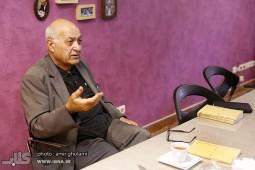 محمود آموزگار: تعیین قیمت کتاب حق ناشر است
