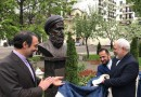 Zarif unveils statues of Iranian legendary poets in Moscow