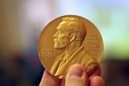 نوبل با شاعران بیگانه شده یا شاعران با نوبل؟