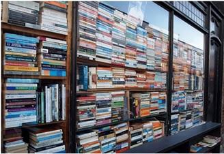 تبلیغ فروش کتاب با طراحی ویترین +عکس