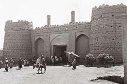 جهانبینی تاریخی زرتشتیان ایران در اواخر قاجاریه چگونه بوده است؟