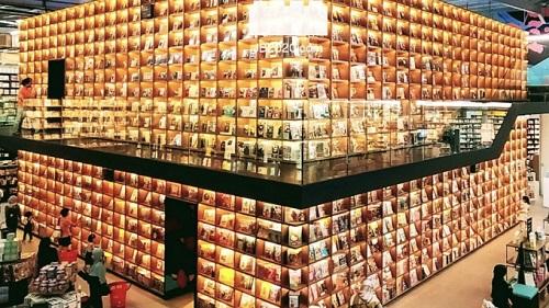 یک میلیون کتاب ارزان در یک کتابفروشی مالزی
