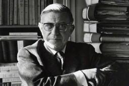 شخصیتها در آثار سارتر چیزی را توضیح میدهند که او فکر میکند