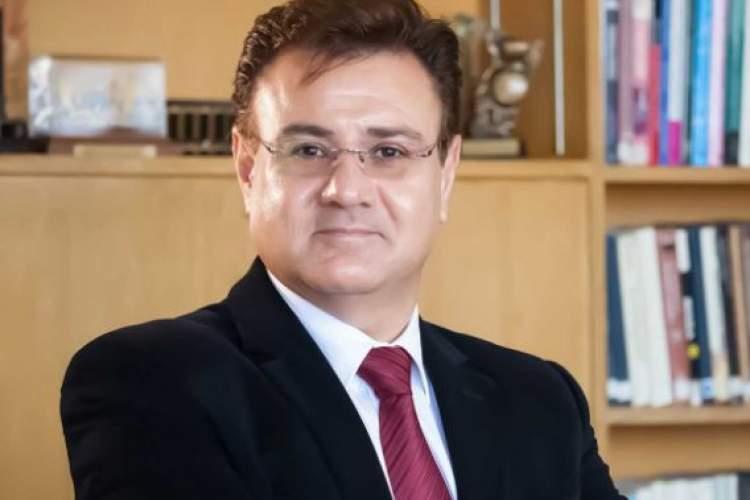 شریفیان از زیرساختهای فرهنگی زبان فارسی الهام میگرفت