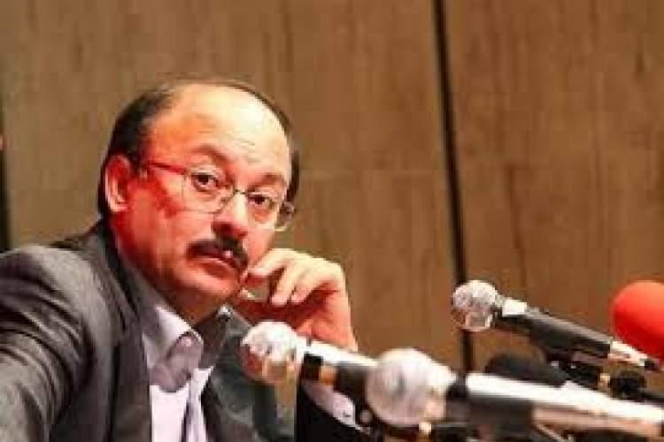 فهم روشنفکر ایرانی از مسائل تاریخی از عوام فراتر نمیرود