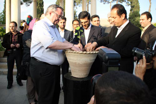 مورد عجیب «گینگو بیلوبا» در شهر راز/ نهال دوستی گوته و حافظ در شیراز خُشکید!