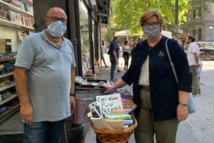 کتابهای رایگان کتابفروشی ایتالیایی برای افراد نیازمند