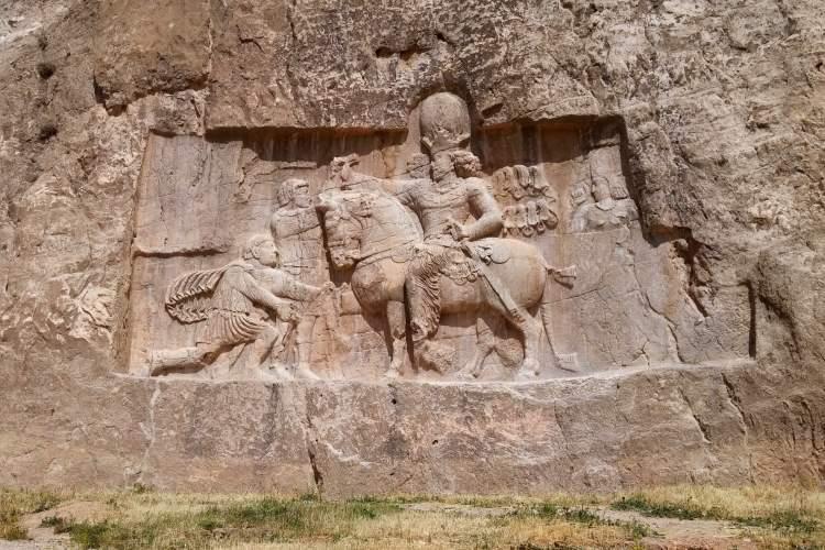 هشت نقشبرجستهای که هویت پادشاهان ساسانی را بهروشنی نشان میدهد